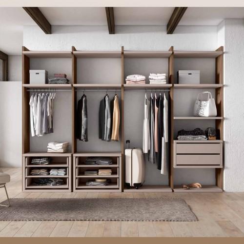 Tidy Walk-in closet