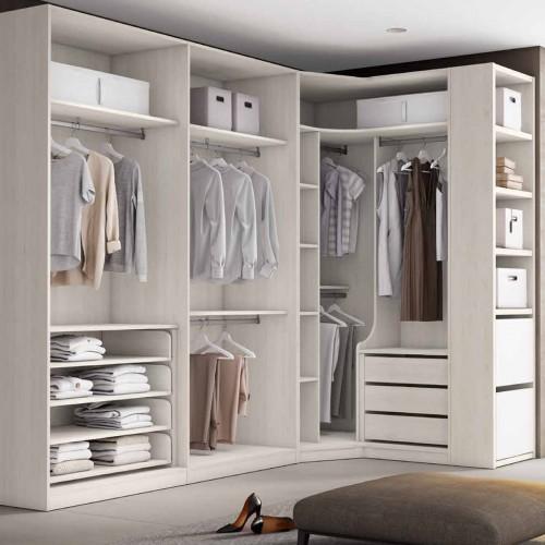 Corner Walk-in closet