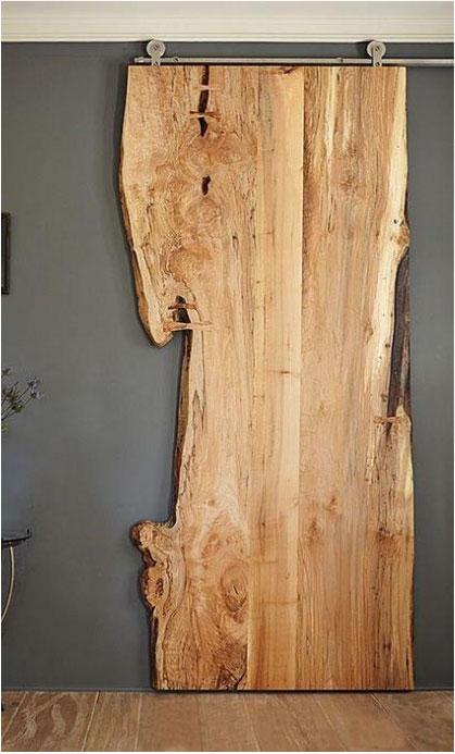 Raw: puerta deslizante de madera