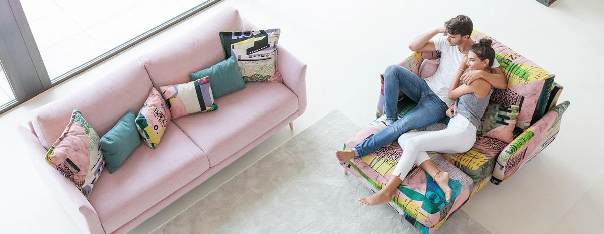 Diseño, comodidad y funcionalidad en un sofá de alta calidad.