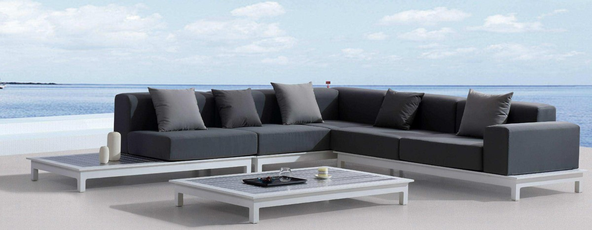 Comfortable and resistant outdoor sofa.